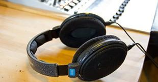אוזניות באולפן